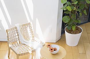 内装リフォームしたきれいな部屋のお気に入りのチェアとテーブルの写真