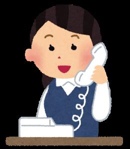 電話をうける女性