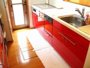 赤 キッチン