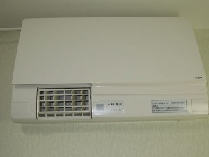 洗面室暖房機電気式壁取付タイプ