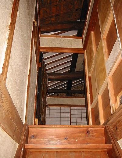 古い階段 イメージ