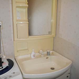 大和市で洗面化粧台のリフォームビフォー2
